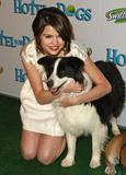 http://img160.imagevenue.com/loc1175/th_39030_Selena_Gomez_2009-01-15_-_Hotel_for_Dogs_Premiere_in_Los_Angeles_1175_122_1175lo.jpg