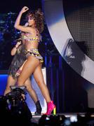 th_13370_RihannaperformsinAntwerp22.10.2011_27_122_433lo.jpg