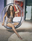 The actress Moon Bloodgood started her career by modeling for the cosmetic giants Revlon, Clairol and Avon. She is also an ex-Los Angeles Laker Girl, who has performed as a dancer with Prince, Brandi and the Offspring. Her television credits include 'Just Shoot Me,' 'C.S.I.' and 'North Shore' and made her film debut as the gorgeous woman in 'Win a Date with Tad Hamilton' in 2004. Moon Bloodgood's most well-known role came as Katie in the Disney hit movie 'Eight Below. Foto 31 (Актриса Мун Бладгуд начал свою карьеру в моделировании для косметического гиганта Revlon, Clairol и Avon.  Фото 31)