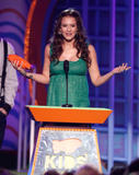 Jessica Alba pregnant in green dress at Nickelodeons 2008 Kids Choice Awards